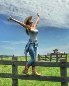 Pin by frank cantey on boots and countrygirls ropa vaquera p Country Girl Outfits, Hot Country Girls, Country Girl Style, Country Women, Country Fashion, Hot Girls, Sexy Cowgirl Outfits, Women's Western Fashion, Short Girl Style