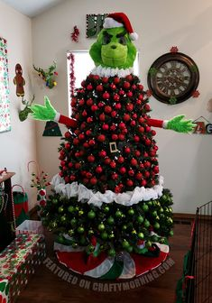 Grinch Christmas Tree of the most Creative Christmas Trees Mickey Mouse Christmas Tree, Grinch Christmas Decorations, Creative Christmas Trees, Christmas Trees For Kids, Holiday Tree, Christmas Themes, Christmas Fun, Themed Christmas Trees, Mannequin Christmas Tree