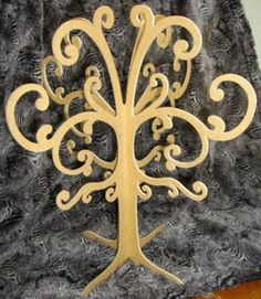 ARBRES A BIJOUX 3D - boîte à bijoux - Avoll' Création - Fait Maison Wooden Tree, Sculpture, Laser, Looney Tunes, Creations, Display, Crafts, Craft, Jewelry Tree
