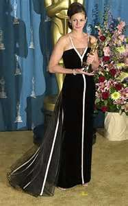 http://www.naileechic.com/moda/historias-curiosidades/mejores-vestidas-oscars-de-la-historia-top/