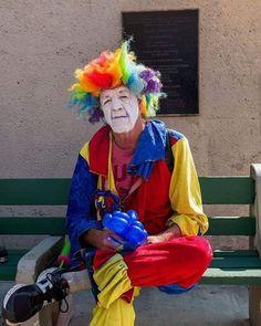 À #venicebeach  on croise aussi ce sans domicile fixe revêtant le costume de clown pour quelques pièces. Photo : @boyermanonphotographie - #LeicaSL #LAbyleica #leicatrip #portraitphotographer #portraitphoto #portrait_ig #LA #clown #portraitphotography #portrait #venicebeach #portraiture #portraitgames #Leicaimages #leica_world #discoverla #discover #tripofalifetime #discovertheworld #trip #leica_world #LeicaCamera via Leica on Instagram - #photographer #photography #photo #instapic…