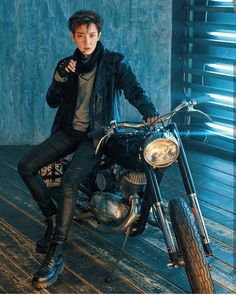 New edit here 🔥 He looks so hot right? Exo Chanyeol, Exo Ot12, Kpop Exo, Exo K, Chanbaek, Kyungsoo, Z Cam, Bts And Exo, Kim Jong In