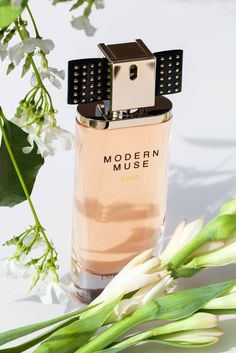 New Modern Muse Chic! Love this new one from Estée Lauder, Perfume Store, Perfume Bottles, Estee Lauder Brands, Perfume Packaging, Cosmetic Design, Modern Muse, Beautiful Perfume, Body Lotions, Parfum Spray