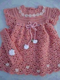 vestido rosa com flores para o bebê em croche com receita aprender croche