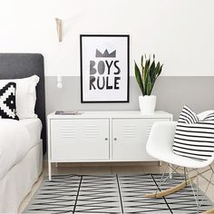 A monochrome design for a stylish bedroom never goes out of fashion. Co-ordinate your rug with slight mis-matching, but colour co-ordinating, cushions, to tie the whole scheme together. The result? A modern and stylish interior.