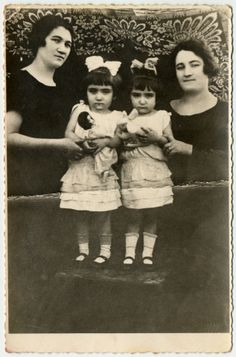 Portrait of the four Herskovic sisters. Pearl and Helen Herskovic were part of the Mengele twin experiments and survived the war.