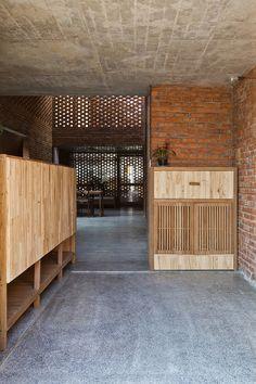 vietnamese-home-with-termite-inspired-brickwork-15