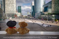 Small teddy's in large city Cute Bears, Needle Felting, Travelling, Happy Birthday, Street View, Facebook, Teddy Bears, Stuffed Animals, City