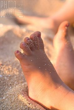 Little toes in the sand.... | La Beℓℓe ℳystère