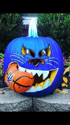Happy Halloween in Kentucky Kentucky College Basketball, Kentucky Sports, Wildcats Basketball, Basketball Players, Sports Basketball, Halloween Pumpkins, Fall Halloween, Halloween Crafts, Happy Halloween
