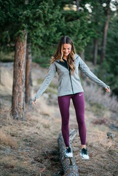 lauren sims athletic gift ideas Tons of athletic gift ideas for him or her at every price range! These athletic gift ideas are great for athletes, jetsetters, and everyone in between! Legging Outfits, Nike Outfits, Sport Outfits, Fashion Outfits, Fashion Trends, Fashion Fashion, Fashion 2018, Easy Outfits, Fashionable Outfits