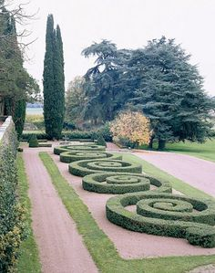 amazing formal gardens, a boxwood parterre