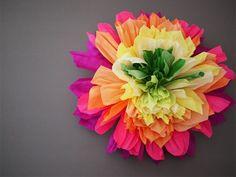 Flor de papel crepom gigante