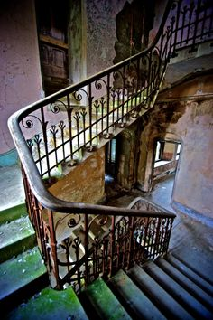 An old manor fallen into disrepair, somewhere in Britain.