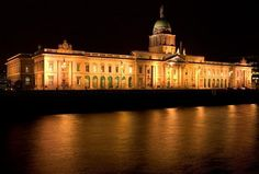 The Custom House lights up the Liffey River