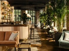 London's Southwark hotspot Albie Restaurant inside the Hoxton Hotel. Connaught Hotel, London Real Estate, Weekend In London, Restaurant Concept, Restaurant Design, Cozy Nook, Hotel Lobby, Lobby Bar, Viajes