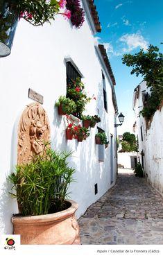 Rincones de Andalucía: calle de Castellar de la Frontera (Cádiz) / Places of Andalusia: a street of Castellar de la Frontera (Cádiz)