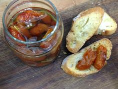 tomatinho Confitado, tomate assado, tomate assado com ervas para comer com torrada