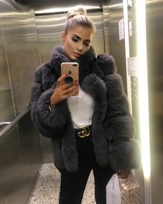 For a woman fashion is like breathing. Its something she can live without. Unfortunately not all women know how to dress. And that's where fashion tips for women comes into play. Fur Fashion, Autumn Fashion, Fashion Outfits, Womens Fashion, Luxury Fashion, Fashion Tips, Fashion Trends, Fur Clothing, Fox Fur Coat