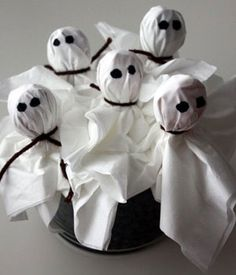 Simple Halloween Craft: Ghost Suckers
