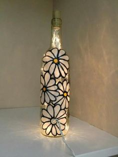Painted Wine Bottles, Lighted Wine Bottles, Painted Wine Glasses, Bottle Lights, Bottle Lamps, Decorated Bottles, Crafts With Glass Jars, Recycled Glass Bottles, Glass Bottle Crafts