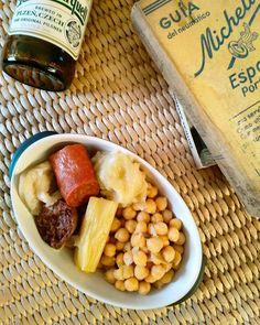 El último del año. En casa, con los rayos de sol entrando a tope por la ventana, una cervecita - sí, que no suela beber no significa que sea abstemia - y buena lectura. | Restos de cocido. En casa y con la pata en alto. | Gracias 2016 por haberme dado tanto para seguir a más en el 2017, has sido maravilloso. | #food #instafood #foodlove #foodporn #eat #comer #homemade #delicious #yummy #cocido #madrid #beer #cerveza #pilsnerurqell #libro #michelin #book #chorizo #morcilla #top #cook