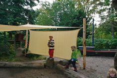 Læsejl/sidesejl HDPE 1,5 x 3 m Varenr. S4222 Firkantet læsejl HDPE - High-density polyethylene Hjørner i rustfri stål UV beskyttelse: 90% Kan monteres ved tagudhæng, mellem stolper eller træer i haven Inkl. beslag Fordele: Er meget velegnet til fritliggende placeringer, hvor der er stærk blæst HDPE læsejl er knyttede, det betyder at større mængder vand vil løbe igennem læsejlet - mindre vandmængder vil dog blive ledt af sejlet. Se hele vores udvalg af #solsejl og #læsejl på Nikostine.dk