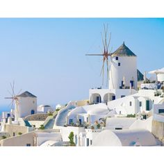 I wish we could make it! ##fingerscrossed #santorini #oia #chromasuites #mydreamplace