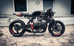 Honda Hornet Cafe Racer by Cardsharper Customs #motorcycles #caferacer #motos | caferacerpasion.com