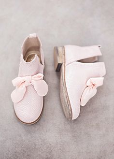 Collette in Blush Pink Boots Fall Shoes, Spring Shoes, Kid Shoes, Girls Shoes, Baby Girl Fashion, Kids Fashion, London Fashion, Mini, Kids Outfits