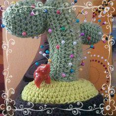 Amigurumi Cactus Alfilero ~ Patrón Gratis en Español aquí: http://crochetydemos.blogspot.com.es/2014/02/amigurumi-cactus-alfilero.html