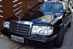 """Mercedes-Benz """"pertenceu ao cantor """"Fabio Jr"""", modelo 300CE - ano 1991, cor preta, com 90.000 km originais. Em perfeito estado de conservação, bancos elétricos em couro, limpador nos faróis, cambio automático, ar concionado (perfeito), teto solar, espelho elétrico, piloto automático, direção hidráulica."""