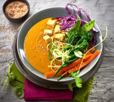 This red curry soup is low carb, vegan friendly, gluten free and packed with flavour! Tofu, Avocado, Curry Soup, Vegan Friendly, I Foods, Thai Red Curry, Soup Recipes, Low Carb, Soups