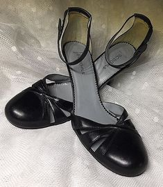 824ba15bbf8 BCBG Black Leather Dress Sandals Shoes Heels size EU 39   US 9  fashion