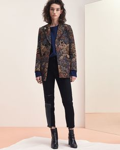 See the complete Sandro Fall 2017 Ready-to-Wear collection.