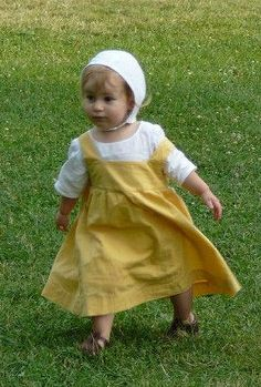 Yellow cotton dress with shirt and coif.