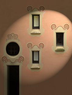La Casa-Museo Gaudí, situada dentro del recinto del Parque Güell, en Barcelona, fue la residencia de Antoni Gaudí durante casi veinte años, desde 1906 hasta finales de 1925. El 28 de septiembre de 1963 se inauguró como museo y actualmente acoge una colección de muebles y objetos diseñados por el arquitecto, así como obras de otros colaboradores suyos.