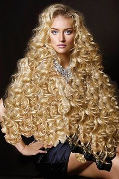 32e69c72df12f6a9d3f5394563ff5224 | jose luiz | Flickr Curly Hair Styles, Long Curly Hair, Big Hair, Natural Hair Styles, Curly Wigs, Beautiful Long Hair, Gorgeous Hair, Gorgeous Blonde, Wand Curls On Weave