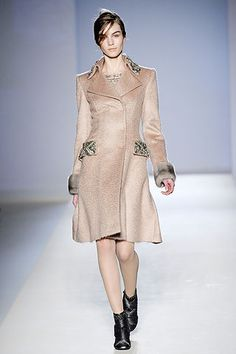 Alberta Ferretti Fall 2010 Ready-to-Wear Collection Slideshow on Style.com