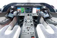 The cockpit of a Bombardier Learjet 85 Luxury Jets, Luxury Private Jets, Private Plane, Private Jet Interior, Luxury Interior, Honda Jet, Bombardier Aerospace, Aviation Engineering, Glass Cockpit