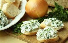 200 g tvarohu 2lyžičky obyčajného masla, 2lyžičku sódy bikarbóny bylinky, cesnak alebo korenie.