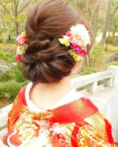 お花で飾った、はんなり可愛い和装のブライダルヘアカタログ | marry[マリー] Graduation Hairstyles, Wedding Hairstyles, Wedding Kimono, Hair Arrange, Japanese Hairstyle, Bridal Hair Flowers, Japanese Outfits, Hair Ornaments, Hair Makeup