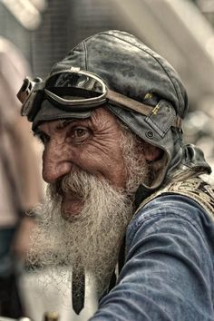 Seeing this picture kind of reminds me of the old man in The Little Prince, on Netflix. I like the angle that the photographer decided to take this portrait at. You can clearly see the joy on the subjects face. Face Reference, Photo Reference, Foto Portrait, Portrait Photography, Amazing Photography, Old Man Portrait, Men Photography, Old Faces, Interesting Faces