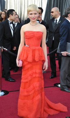 Color Crush: Coral via La Dolce Vita | Michelle Williams in Coral Louis Vuitton at the 2012 Academy Awards