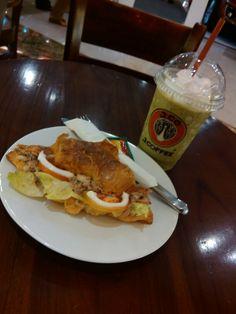 Sandwich n' Green tea J.CO