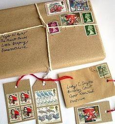 Uma Boa ideia é fazer a embalagem como se fosse um encomenda postada. Papel craft + selos + barbante