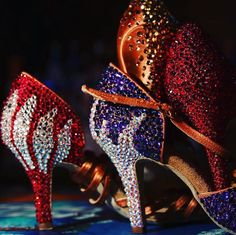 The most current dancewear and an incredible leotards, swing transfer, valve and dance footwear, hip-hop apparel, lyricaldresses. Samba, Tango, Latin Dance Shoes, Dancing Shoes, Dance Usa, Dance Costumes Lyrical, Lyrical Dance, Baile Latino, Salsa Shoes