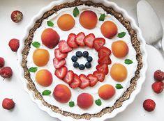 Voijee kun kotimaiset mansikat maistuvatkin hyvälle nyt kun niitä vihdoin saa! Tätä on taas kannattanut vuoden odottaa. :)   Marjoja mene...