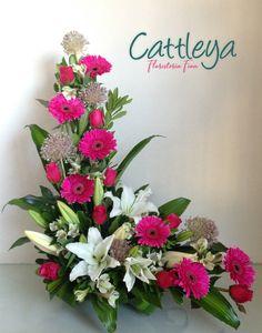 Tropical Floral Arrangements, Creative Flower Arrangements, Spring Flower Arrangements, Flower Arrangement Designs, Funeral Flower Arrangements, Funeral Flowers, Spring Flowers, Flower Designs, Altar Flowers