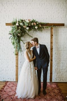 Simple & Chic Florals for a Minimalist Wedding | This bride and groom allowed the charm of the sun-drenched brick walls to shine through by minimizing the decor. With rustic yet vintage details this pastel wedding, they pulled of a beautiful modern wedding.